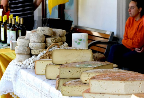 fontina cheese aosta market1 500x340 Fresh Farmhouse Cheesemaking Class