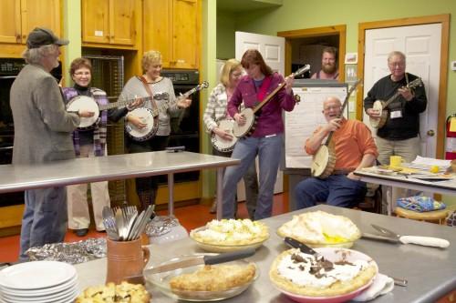 Playin banjo for pie