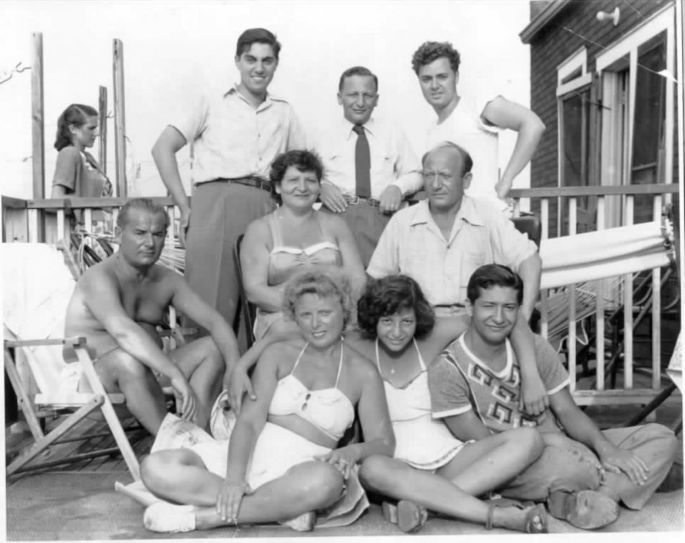dads-family-at-the-beach-early-40s